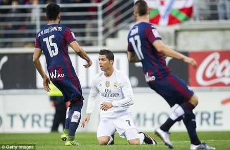 Khi nao Suarez moi duoc thua nhan - Anh 3