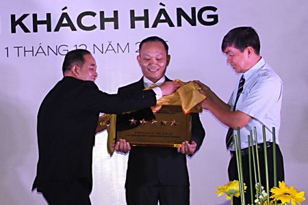 Khach san Muong Thanh Luxury Nha Trang duoc cong nhan khach san dat tieu chuan 5 sao - Anh 1