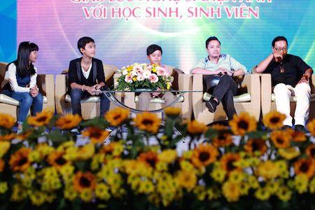 'Ba trum' Huong ga cung 3 'sao' nhi 'Toi thay hoa vang tren co xanh' giao luu voi HS, SV - Anh 5