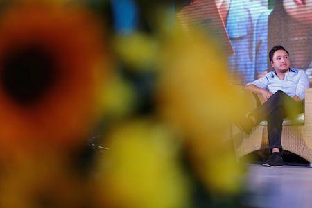 'Ba trum' Huong ga cung 3 'sao' nhi 'Toi thay hoa vang tren co xanh' giao luu voi HS, SV - Anh 6