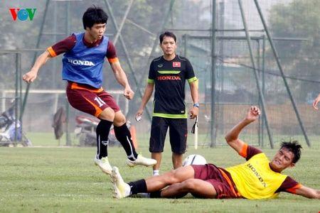Anh ngoi sao 24h: U23 VN hoi quan, Cong Phuong tap luyen tich cuc - Anh 1