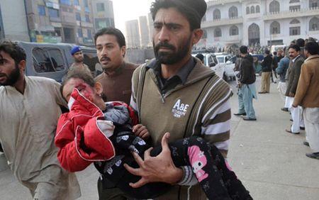 Pakistan treo co 4 doi tuong trong vu tan cong kinh hoang tai Peshawar - Anh 1