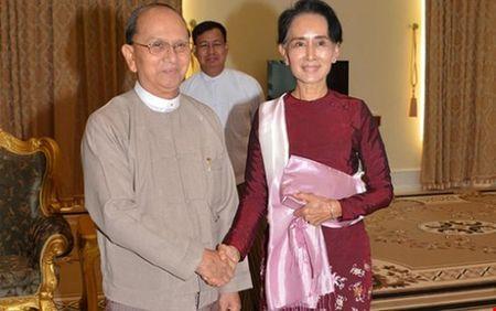 Tong thong Myanmar gap ba San Suu Kyi thao luan chuyen giao quyen luc - Anh 1