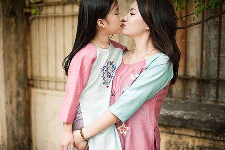 """Tan chay"" bo anh ao dai Tet ngot ngao cua me va con gai - Anh 1"