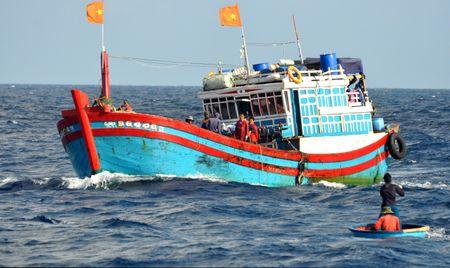 Tau Trung Quoc tang dot bien quanh bai ngam Ba Ke - Anh 5