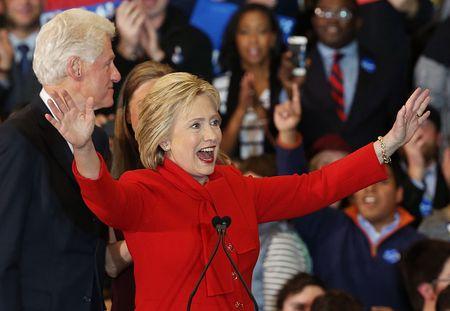 Hillary Clinton gianh chien thang sit sao bau cu so bo Iowa - Anh 1