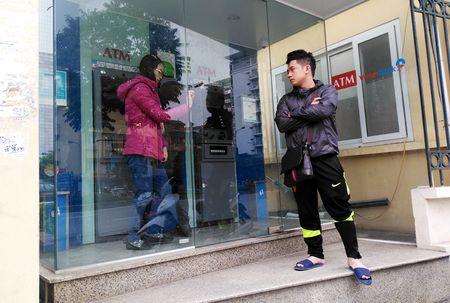 Hang loat ATM nghi Tet som - Anh 3