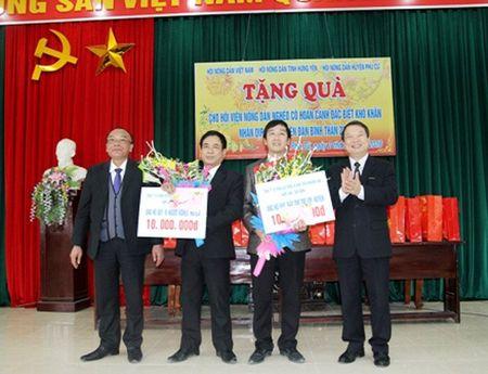 Tang qua Tet cho nong dan ngheo Hung Yen - Anh 2