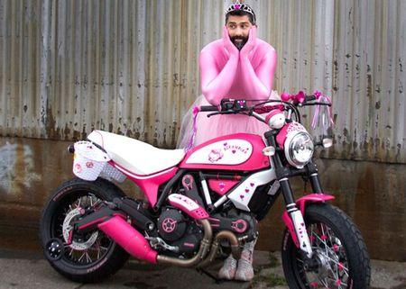 """Chet cuoi"" voi Ducati Scrambler ban do Hello Kitty - Anh 4"