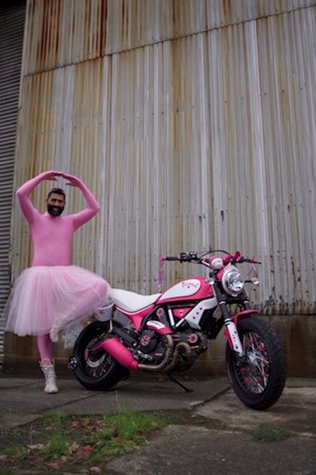 """Chet cuoi"" voi Ducati Scrambler ban do Hello Kitty - Anh 6"