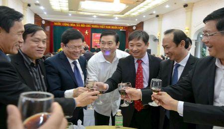 Gap mat tri thuc, van nghe si tieu bieu Tet Binh Than 2016 - Anh 1
