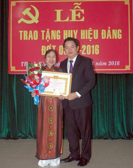 Thong bao ket qua Dai hoi Dang toan quoc lan thu XII cho can bo chu chot - Anh 1