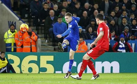 Jamie Vardy lap cu dup, Leicester City ha guc Liverpool - Anh 1