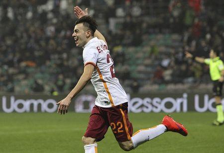 Vong 23 Serie A: 10 nguoi Roma danh bai Sassuolo - Anh 3