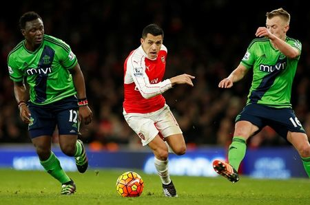 Arsenal tung co trang trong cuoc dua vo dich Premier League - Anh 1