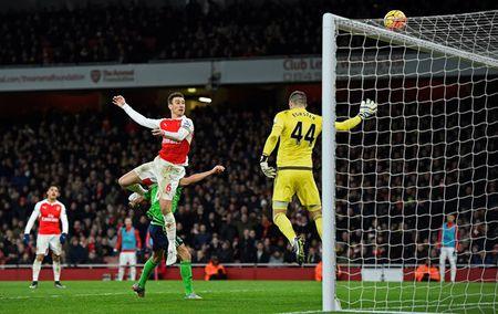 Arsenal tung co trang trong cuoc dua vo dich Premier League - Anh 3