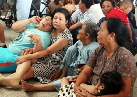 Can Tet, san bay Tan Son Nhat qua tai nghiem trong - Anh 2