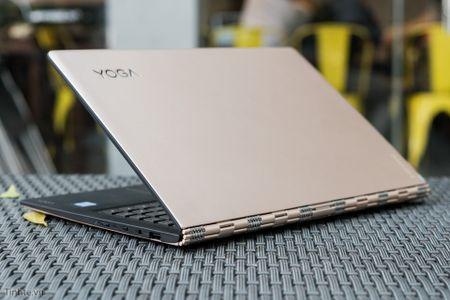 [Tren tay] Laptop Lenovo Yoga 900 - Chip Skylake, man hinh xoay 360 do - Anh 1