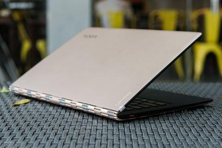 [Tren tay] Laptop Lenovo Yoga 900 - Chip Skylake, man hinh xoay 360 do - Anh 2