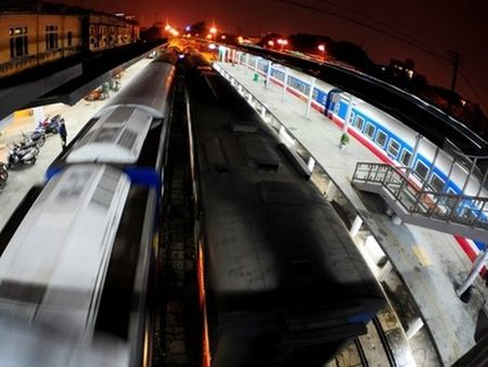 Nganh duong sat muon nhap hang tram toa xe cu tu Trung Quoc - Anh 1