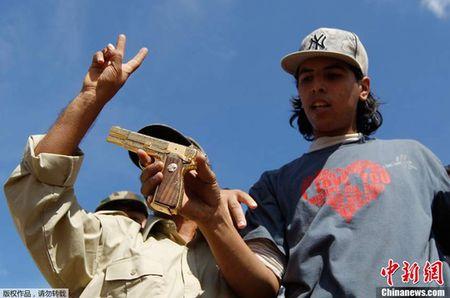 Khau sung vang cua ong Gaddafi dang o dau? - Anh 2