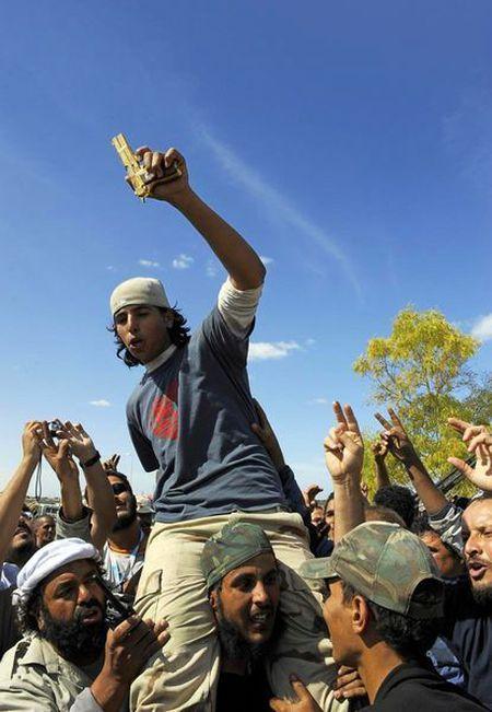 Khau sung vang cua ong Gaddafi dang o dau? - Anh 3