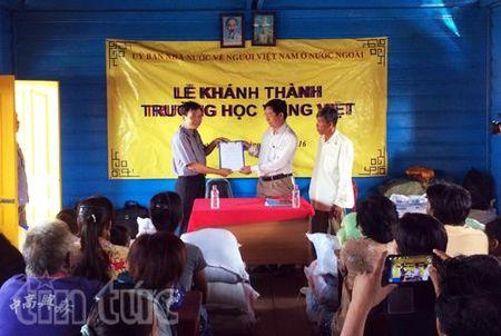 Khanh thanh truong hoc tren Bien Ho cho Viet kieu tai Campuchia - Anh 1