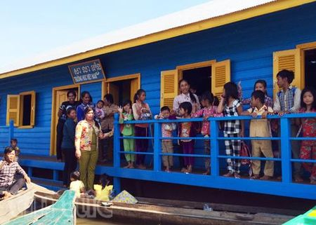 Khanh thanh truong hoc tren Bien Ho cho Viet kieu tai Campuchia - Anh 2