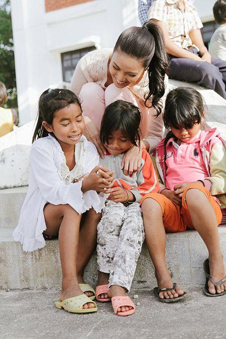 Lan Khue mang Tet den voi nhung nguoi ngheo Ninh Thuan - Anh 10