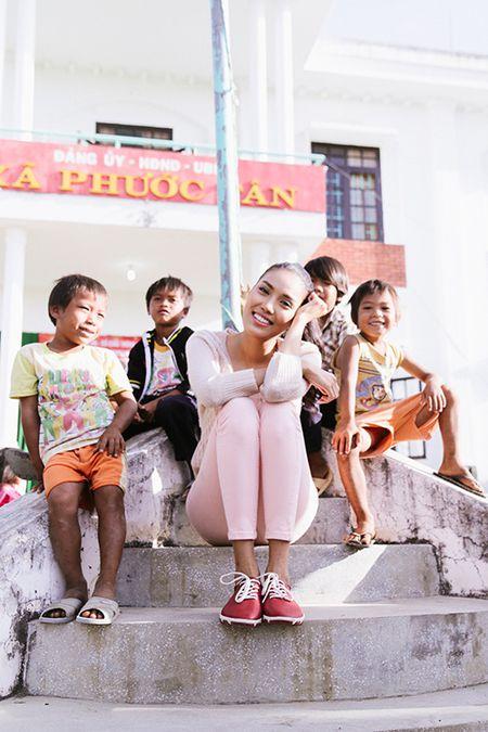 Lan Khue mang Tet den voi nhung nguoi ngheo Ninh Thuan - Anh 11