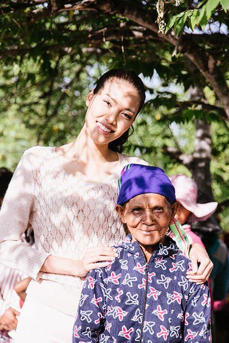 Lan Khue mang Tet den voi nhung nguoi ngheo Ninh Thuan - Anh 1