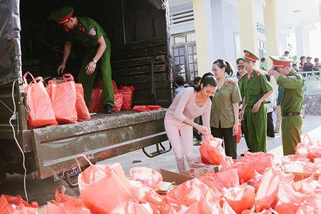 Lan Khue mang Tet den voi nhung nguoi ngheo Ninh Thuan - Anh 5