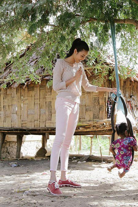Lan Khue mang Tet den voi nhung nguoi ngheo Ninh Thuan - Anh 8