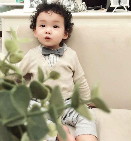 HH Diem Huong cho con trai 1 tuoi di lam toc don Tet - Anh 3