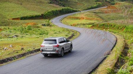 """""""Len nui"""" cung """"chuyen co mat dat"""" Lexus LX570 - Anh 5"""