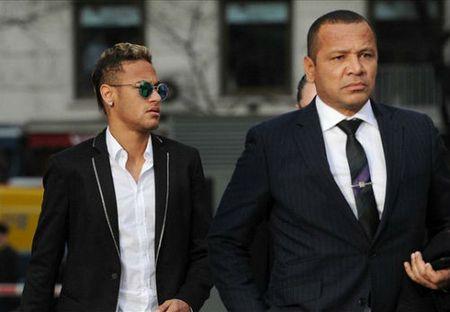 """Cha de xac nhan Neymar duoc hoi mua voi gia """"khung"""" - Anh 1"""