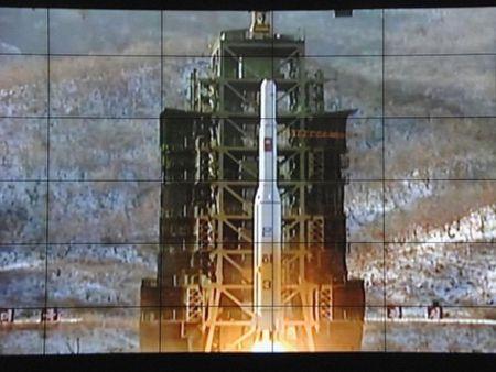 Han Quoc trien khai 2 tau khu truc Aegis theo doi Trieu Tien phong ten lua - Anh 1