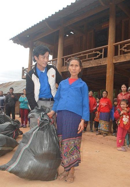 Phap luat Plus mang Tet am den voi ba con vung bien xu Nghe - Anh 8