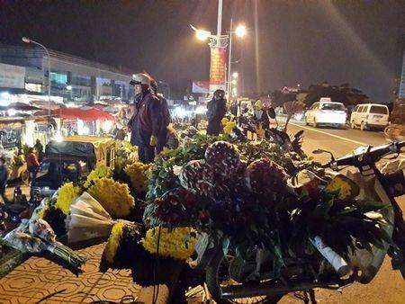 Cho hoa dem Quang An: Ruc ro va nhon nhip ngay giap tet - Anh 10