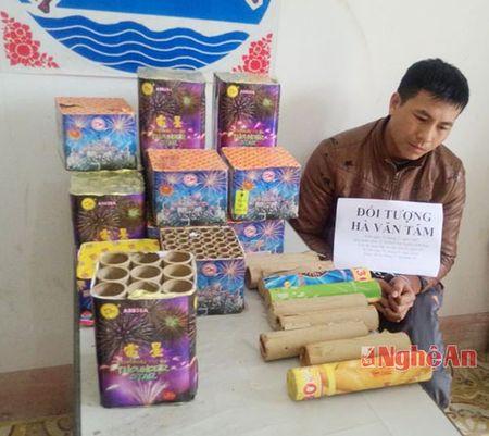 Bat doi tuong van chuyen phao lau tu Lao vao Nghe An - Anh 2