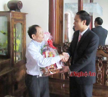 Cac co quan, don vi, doanh nghiep trao qua Tet Binh Than cho ho ngheo - Anh 4