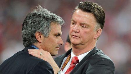 M.U nen bo nhiem Jose Mourinho hay tiep tuc tin Van Gaal? - Anh 2