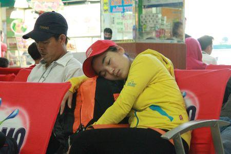 Nguoi dan roi Sai Gon tap nap, mien Trung ve ngay van con ve - Anh 2
