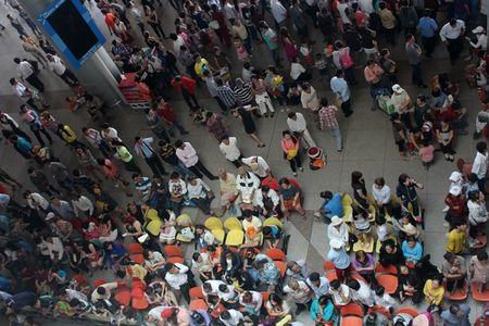 San bay Tan Son Nhat don hon 100.000 luot khach/ ngay - Anh 2