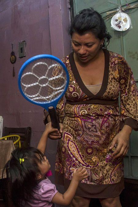 Chau My phong chong virus gay teo nao Zika - Anh 2