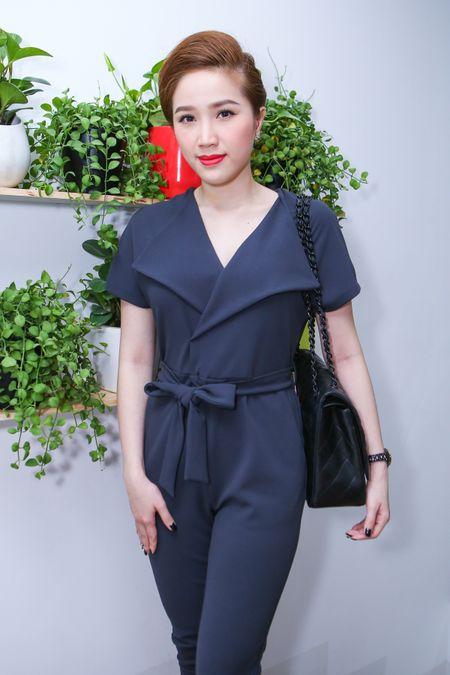 Huynh Anh cham soc ban gai Hoang Oanh o su kien - Anh 4