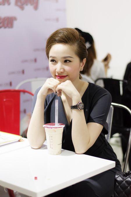 Huynh Anh cham soc ban gai Hoang Oanh o su kien - Anh 5