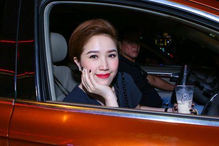 Huynh Anh cham soc ban gai Hoang Oanh o su kien - Anh 6