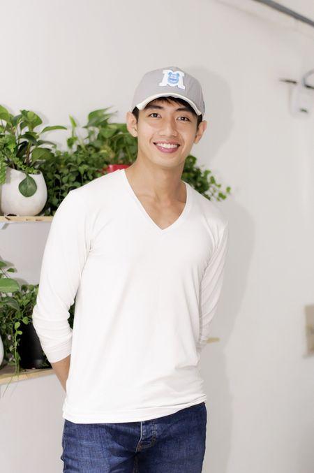 Huynh Anh cham soc ban gai Hoang Oanh o su kien - Anh 7