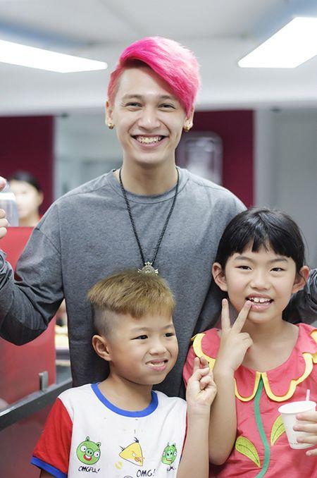 Huynh Anh cham soc ban gai Hoang Oanh o su kien - Anh 8